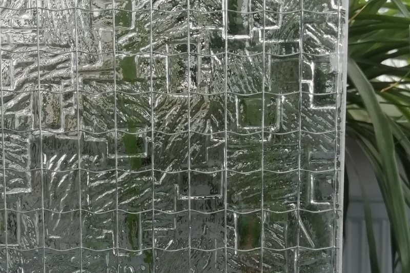 Drahtornamentglas Neolit weiß